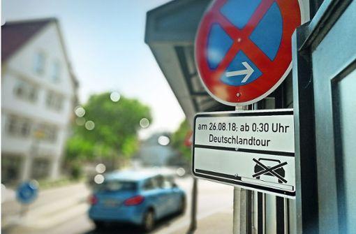 Radfahrer bremsen  Autoverkehr aus