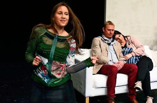 """Franziska Sophie Schneider, Sebastian Huber und Stefani Matkovic (von links) bei den Proben zu """"Tag der Frauen""""."""