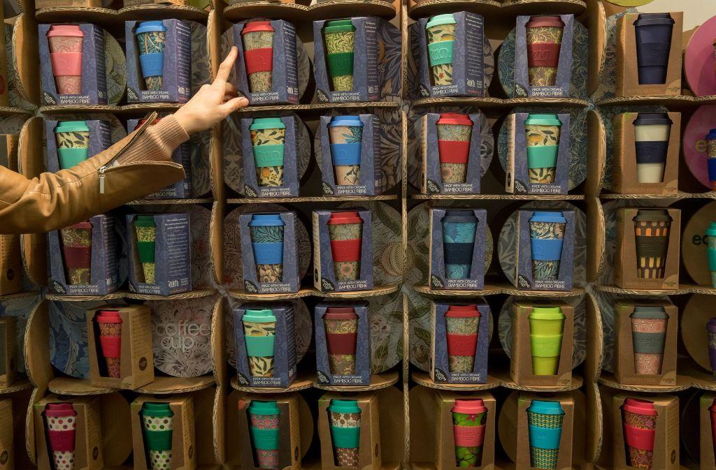 Trendy und beliebt, da angeblich umweltfreundliche: Coffee-to-go-Becher aus Bambus. Foto: dpa