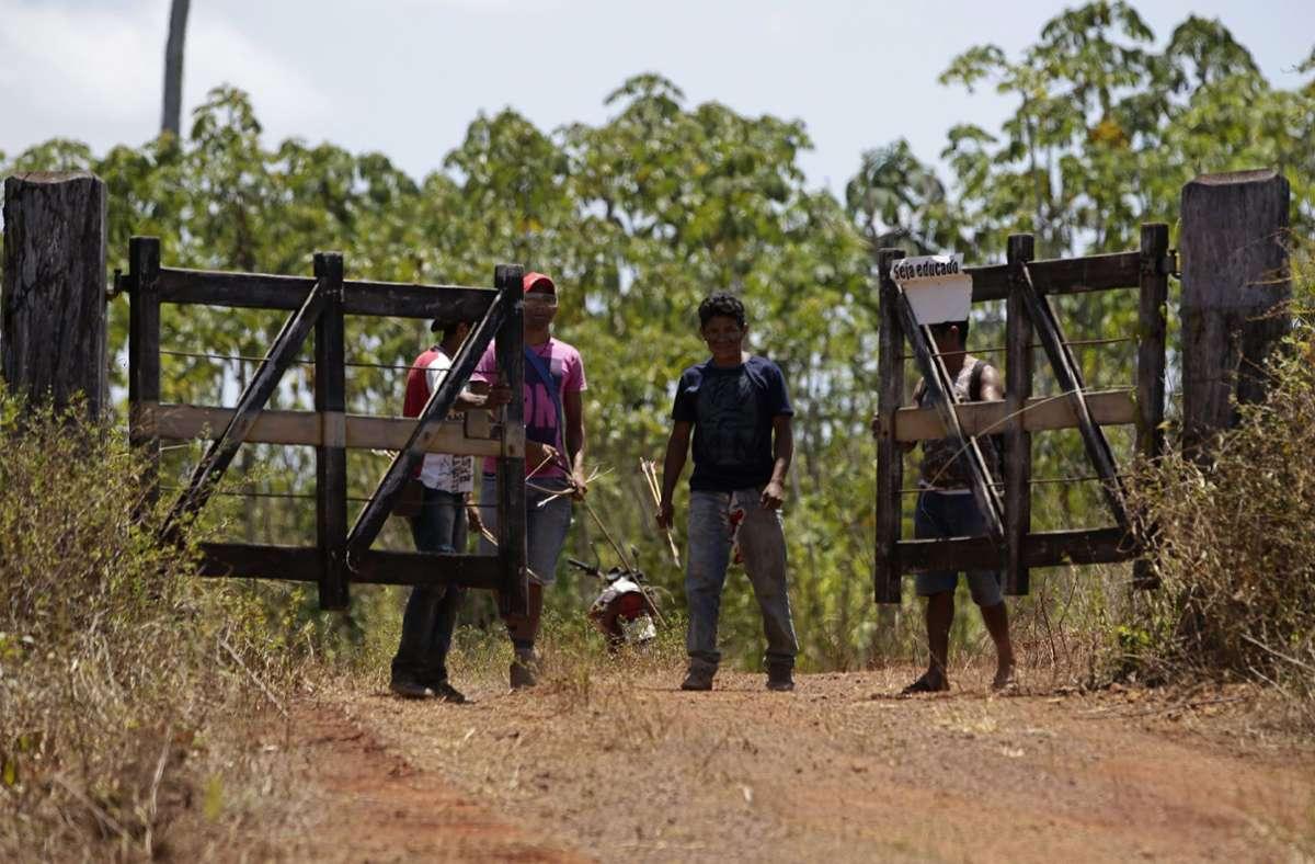 Nur im Ausnahmefall dürfen Besucher das Gebiet der Indigenen betreten, damit die Region und ihre Bewohner vor dem Coronavirus geschützt bleiben. Foto: AP/Eraldo Peres