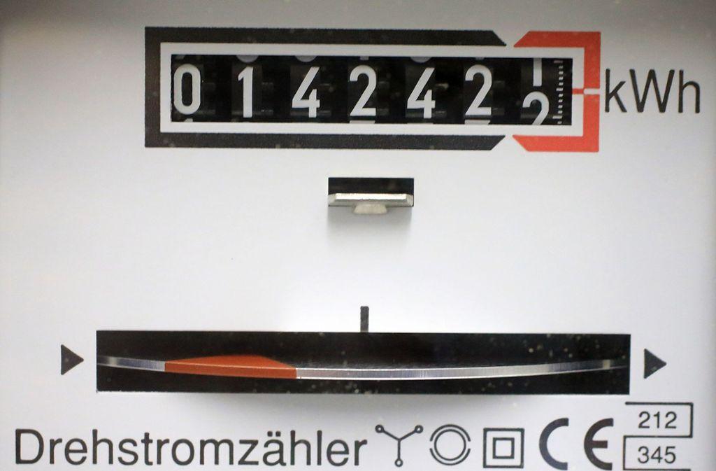 Das kommende Jahr wird der Strompreis deutlich teurer. Foto: picture alliance/dpa/Jens Wolf