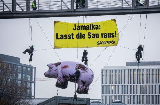 Halsbrecherische Aktion von Greenpeace