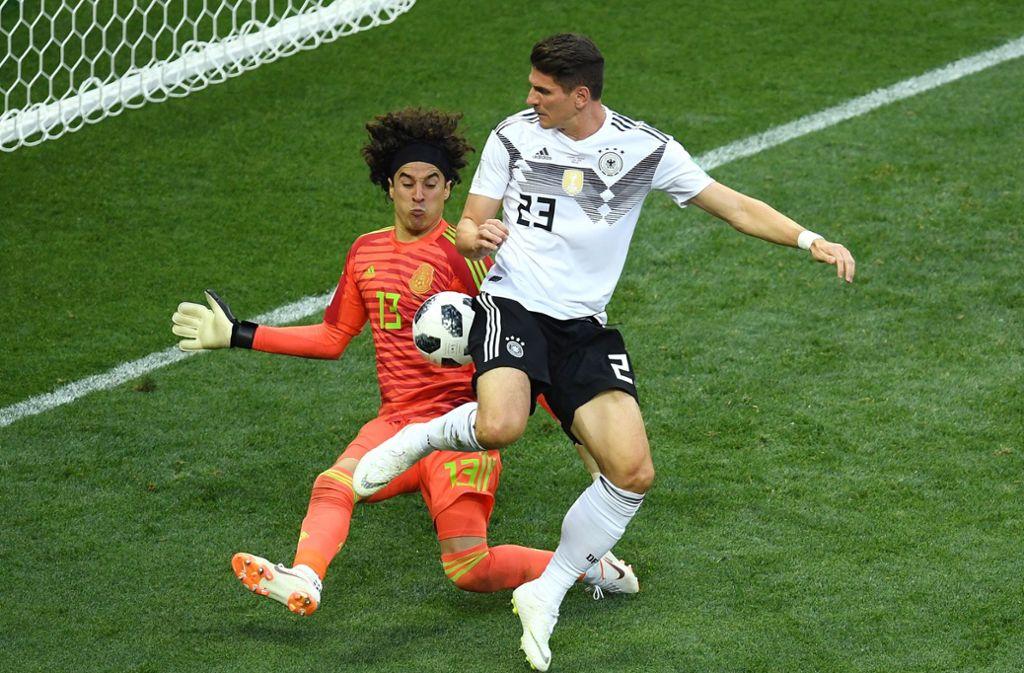 Mario Gomez brachte nochmals frischen Schwung – aber nicht mehr die Wende. Foto: Getty