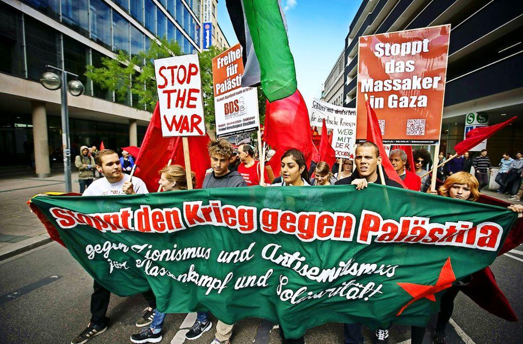 Immer wieder gibt es auch in Stuttgart Proteste gegen die Politik Israels. Foto: Michael Steinert