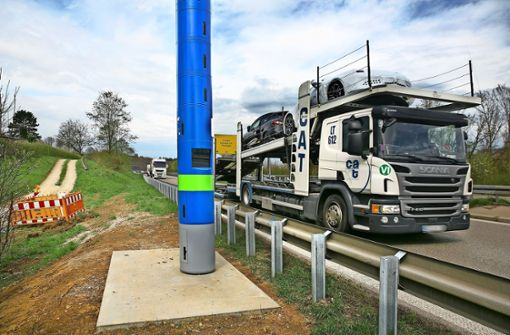 Blaue Säule sorgt für Verwirrung bei Autofahrern
