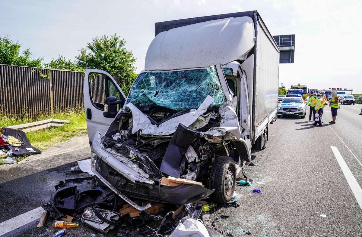Bei dem Unfall wurde ein Lkw-Fahrer in seinem Führerhaus eingeklemmt. (Symbolbild) Foto: SDMG/SDMG / Kohls