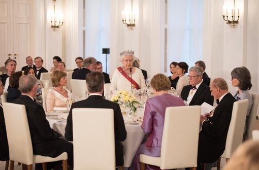 Queen lässt sich deutsche Spezialitäten schmecken