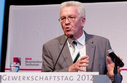 Ministerpräsident Winfried Kretschmann (Grüne) warb vor dem Beamtenbund in Ludwigsburg eindringlich um Verständnis für die Sparmaßnahmen. Foto: dapd