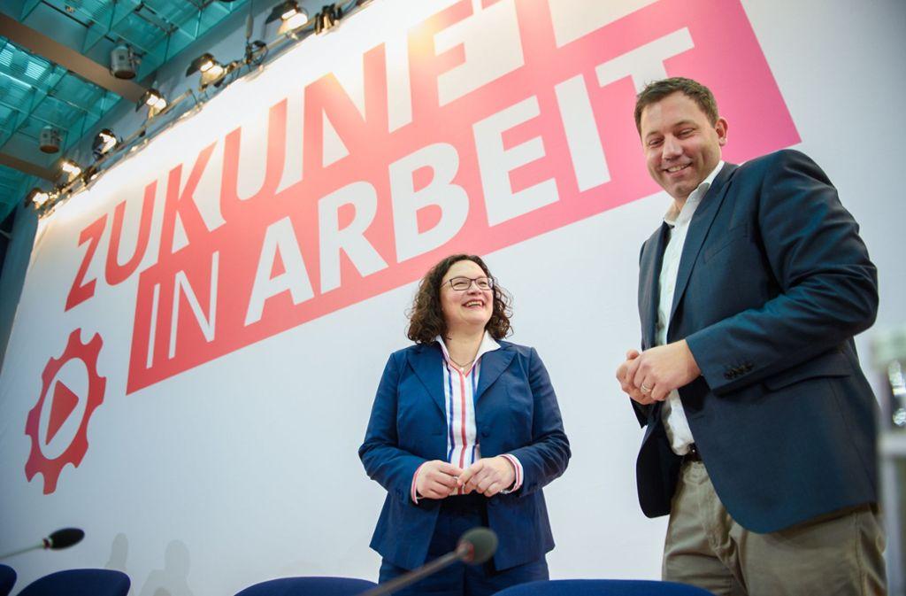 Sie lachen, doch die Lage ist ernst: SPD-Chefin Andrea Nahles und Generalsekretär Lars Klingbeil bei der Klausur in Berlin. Foto: dpa