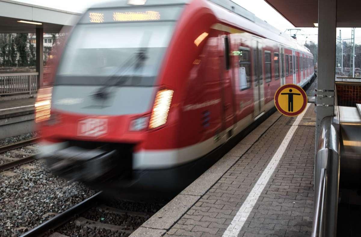 Die Polizei hat am Bahnhof in Bad Cannstatt einen Mann festgenommen. (Symbolbild) Foto: Max Kovalenko