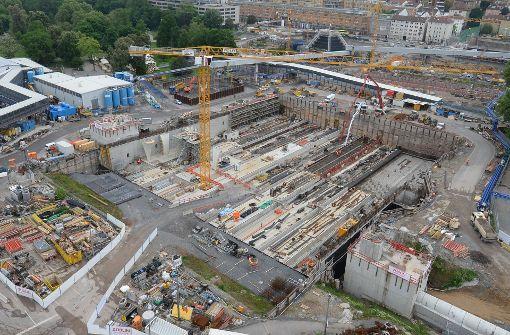 Blick in die Baugrube des künftigen Stuttgarter Hauptbahnhofs, der im Rahmen des Bahnprojekts Stuttgart 21 in Stuttgart entsteht. Foto: dpa