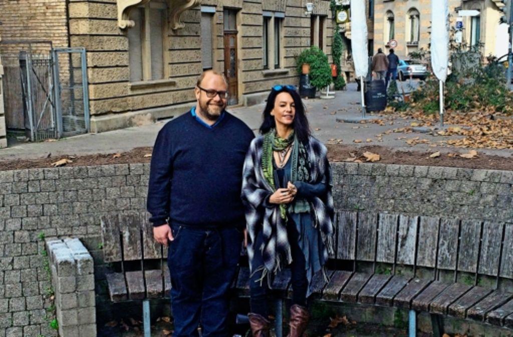 Eva Heer und  Martin Zentner sind rund um das Mozartplätzle zu Hause. Foto: Nina Ayerle