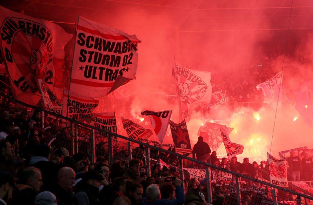 Der Auswärtsblock beim Spiel des VfB Stuttgart in Hoffenheim. Foto: Pressefoto Baumann