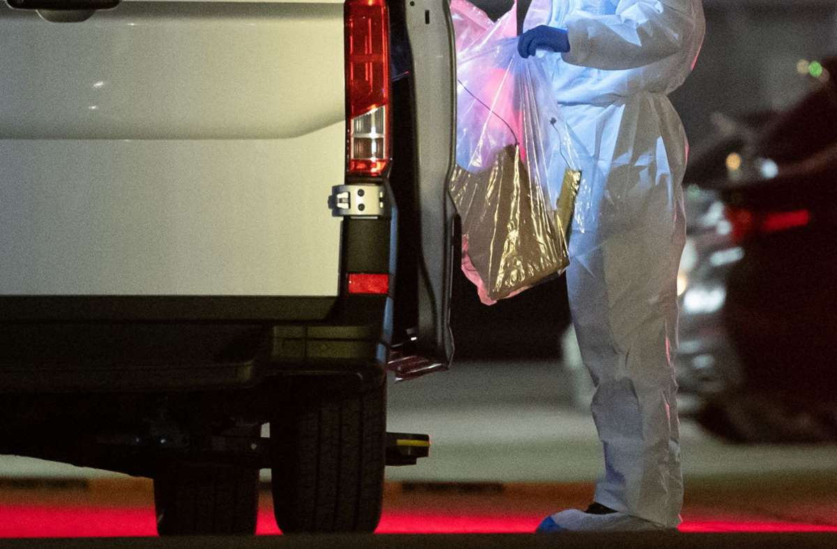 Ein Forensiker nach der Explosion bei der Arbeit. Foto: AFP/SEBASTIAN GOLLNOW