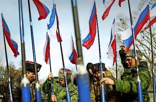 """""""Russia first"""": Russische Soldaten feiern den Jahrestag der Besetzung der Krim Foto: AFP"""