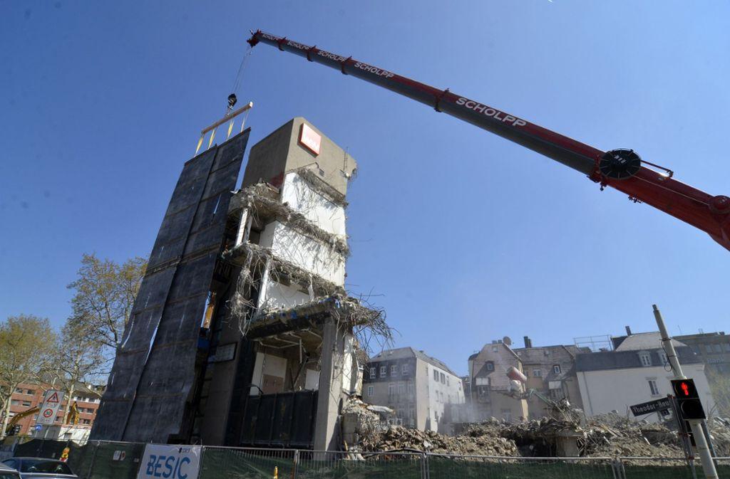 Die Calwer Passage ist bald Geschichte. Am 6. Mai soll mit den Arbeiten für einen neuen Gebäudekomplex begonnen werden. Foto: Andreas Rosar Fotoagentur-Stuttg