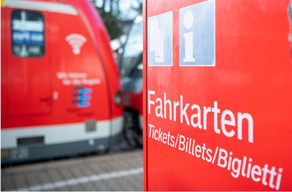 Mehr für die Fahrkarten im VVS bezahlen? Nicht im Jahr 2020, meint man im Stuttgarter Rathaus. Dort hofft man auf die Signalwirkung des neuesten Beschlusses. Foto: picture alliance/dpa/Sebastian Gollnow