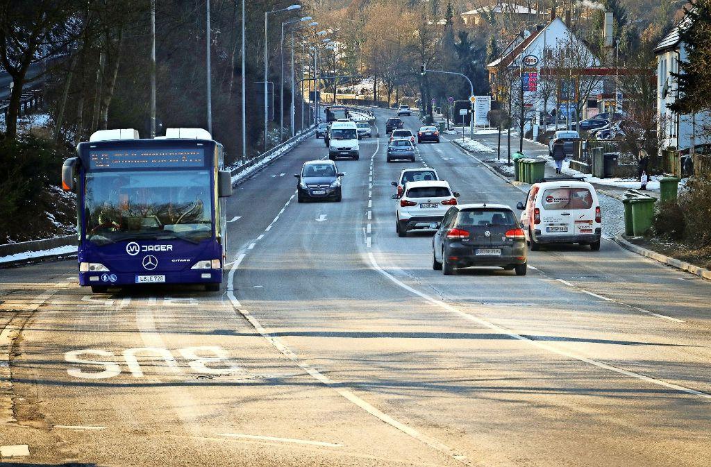 Der geplante Radweg an der Marbacher Straße lässt auf sich warten. Foto: factum/Archiv