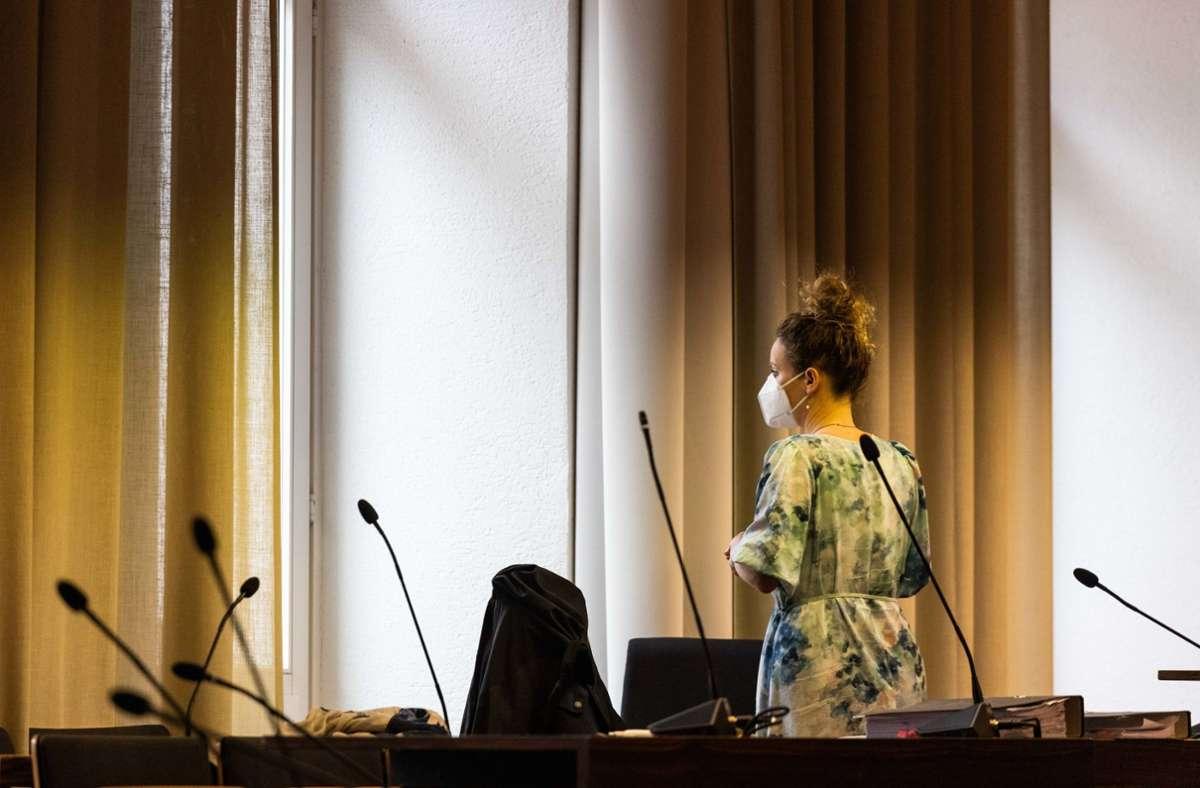 Die Klägerin beim Gerichtstermin Foto: dpa/Philipp von Ditfurth