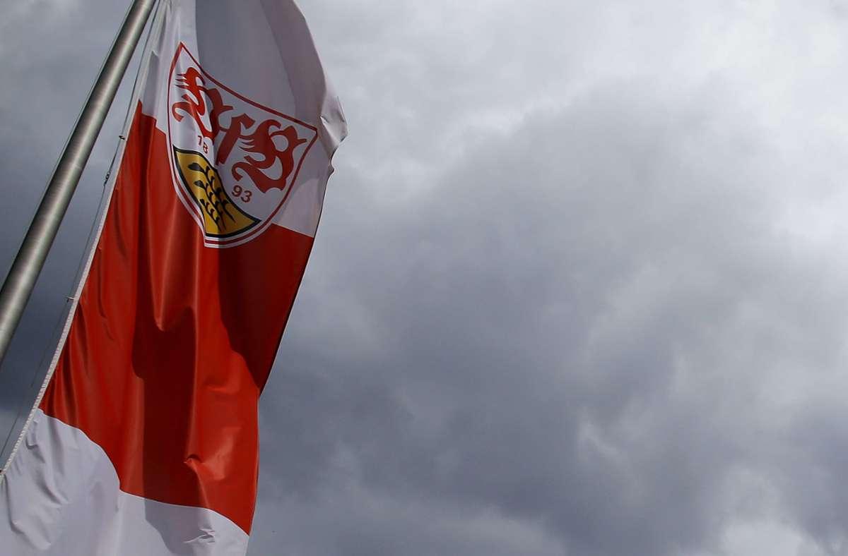 Über dem VfB Stuttgart hat sich ein großes Gewitter zusammengebraut. Foto: Pressefoto Baumann
