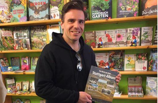 Musicalstar fährt Bücher aus, um kleinen Läden zu helfen