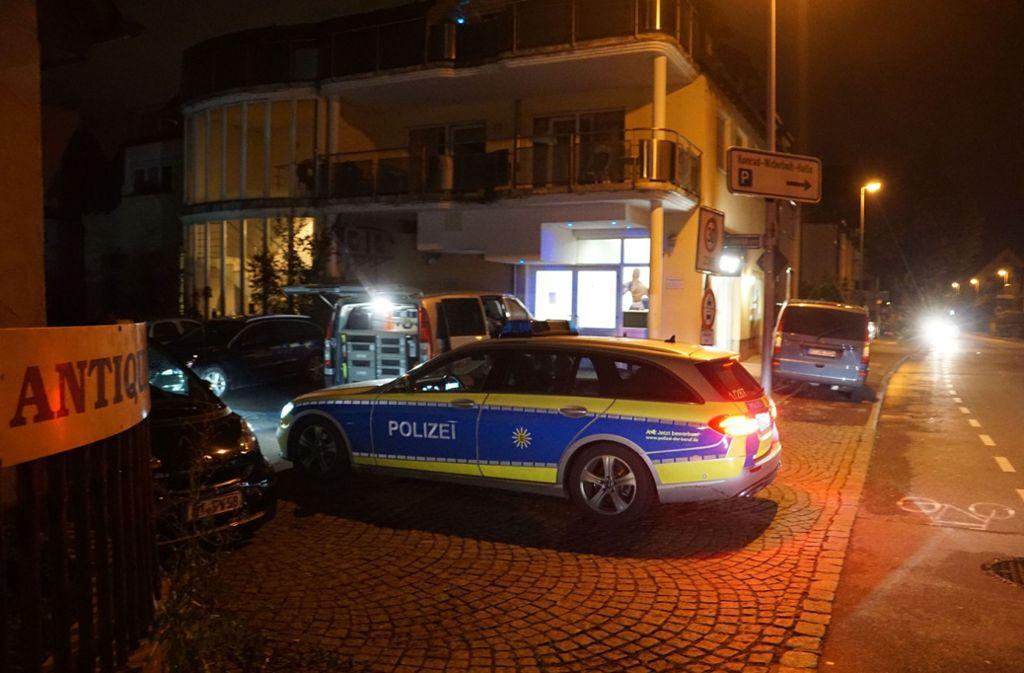 Nach der Schießerei hat die Polizei in der Kirchheimer Schwabstraße akribisch Spuren gesichert. Foto: SDMG