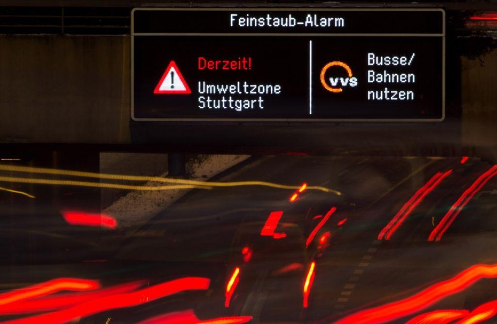 Im Kampf gegen den Feinstaub setzt die Stadt Stuttgart auf ein Bündel von Maßnahmen, von denen die CDU-Fraktion nur wenig hält. Foto: dpa