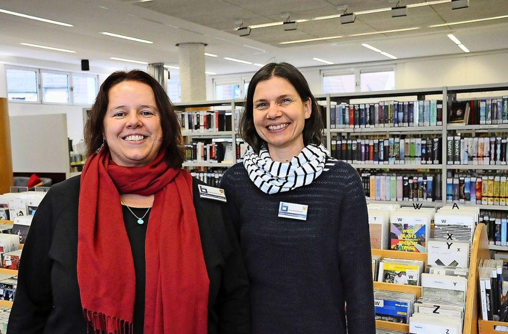 Bücherei-Leiterin Astrid Sundermann (links) und ihre Stellvertreterin Annette Ritterbusch haben ein Fazit abgegeben. Foto: Georg Linsenmann