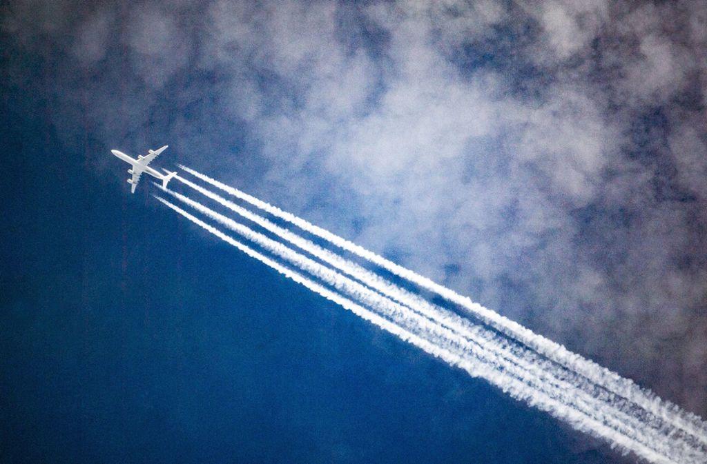 Über den Wolken ist die Freiheit nicht mehr grenzenlos, der Verkehr nimmt zu. Foto: dpa