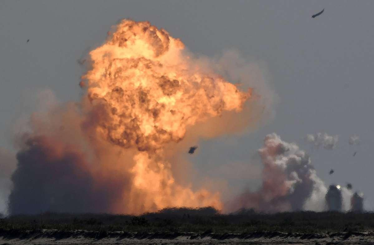 Bei SpaceX endete der Testflug erneut in einem Flammenmeer. Foto: imago images/ZUMA Wire/Gene Blevins via www.imago-images.de