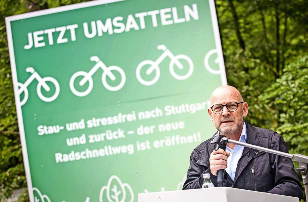Einen Mobilitätspakt für die Region Stuttgart will Verkehrsminister Winfried Hermann (Grüne) schnüren. Nicht alle Beteiligten sind begeistert. Foto: dpa/Christoph Schmidt