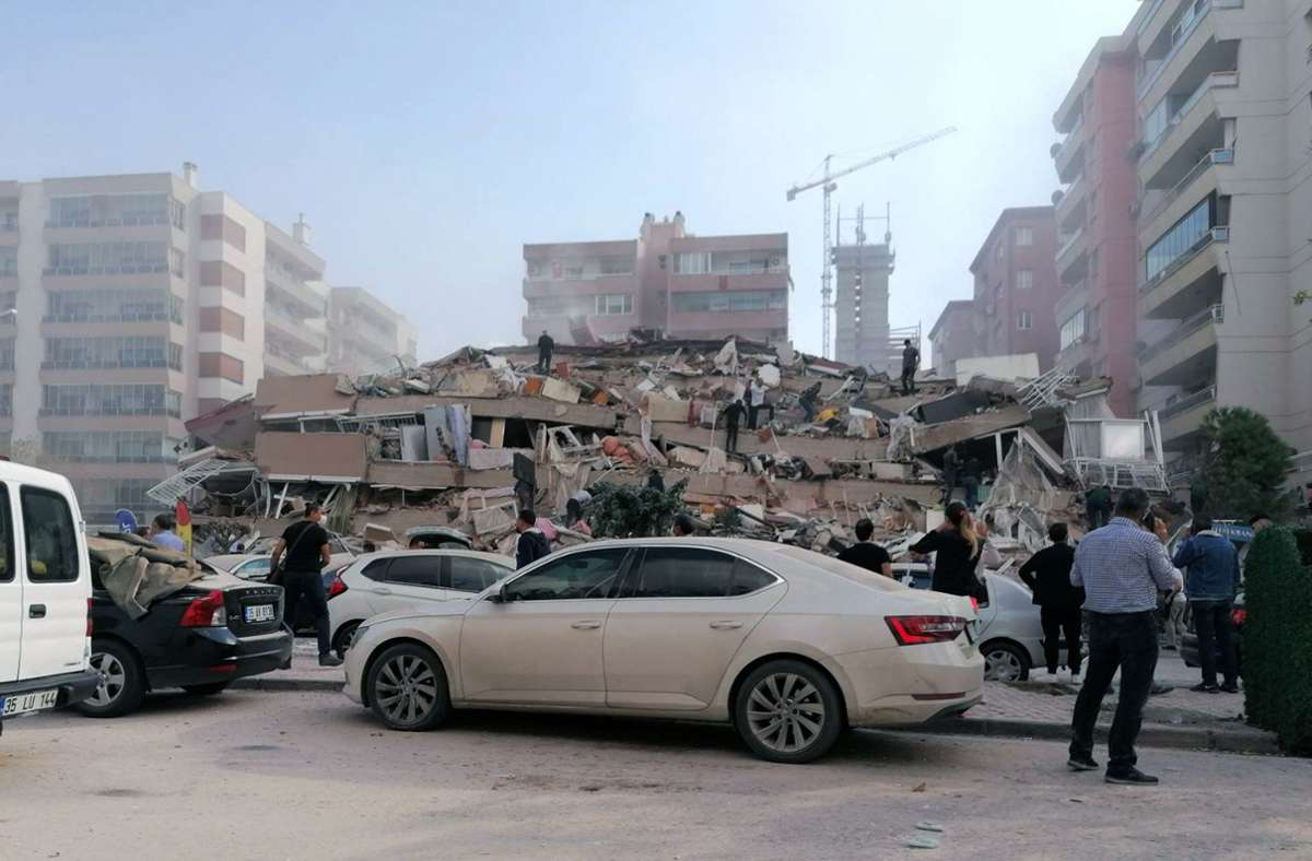 Dieses Gebäude in Izmir (Türkei) ist komplett eingestürzt. Foto: dpa/Uncredited