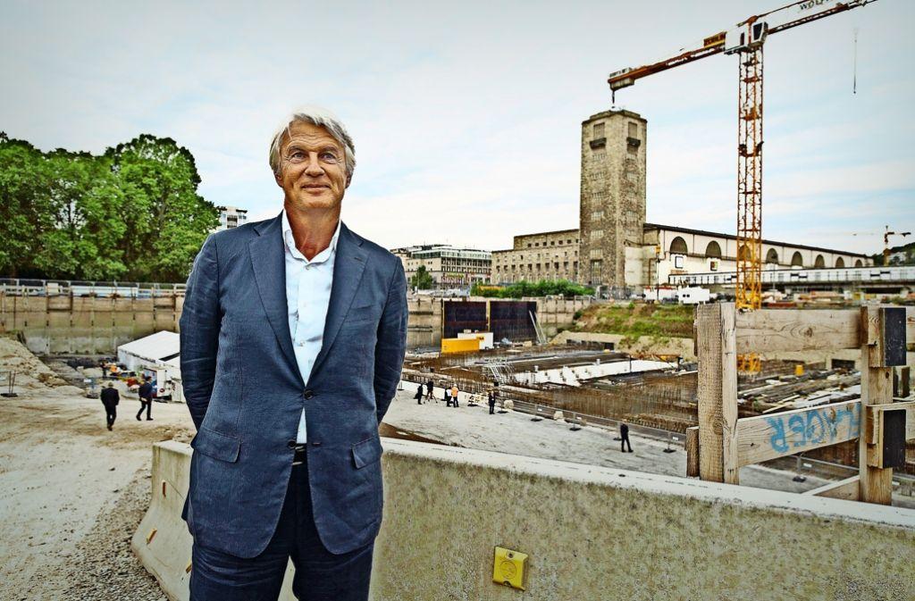 Der Tiefbahnhof ist seine Idee: Der Düsseldorfer Architekt Christoph Ingenhoven will auch das Umfeld der  Station und das erste Gebäude im neuen Stadtteil gestalten. Foto: dpa