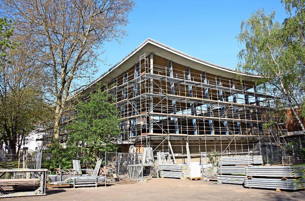Vom  Hallenbad sind derzeit nur noch   Beton und Stahlträger  sichtbar. Foto: Georg Friedel