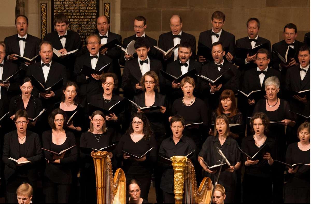 Die Stuttgarter Kantorei in Vor-Corona-Zeiten – mit so wenig Abstand wie hier dürfen Chöre heute  nicht mehr proben und auftreten. Foto: /Foto:Michele