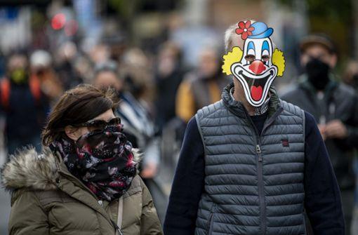 Berlin provoziert mit Mittelfinger gegen Maskenmuffel