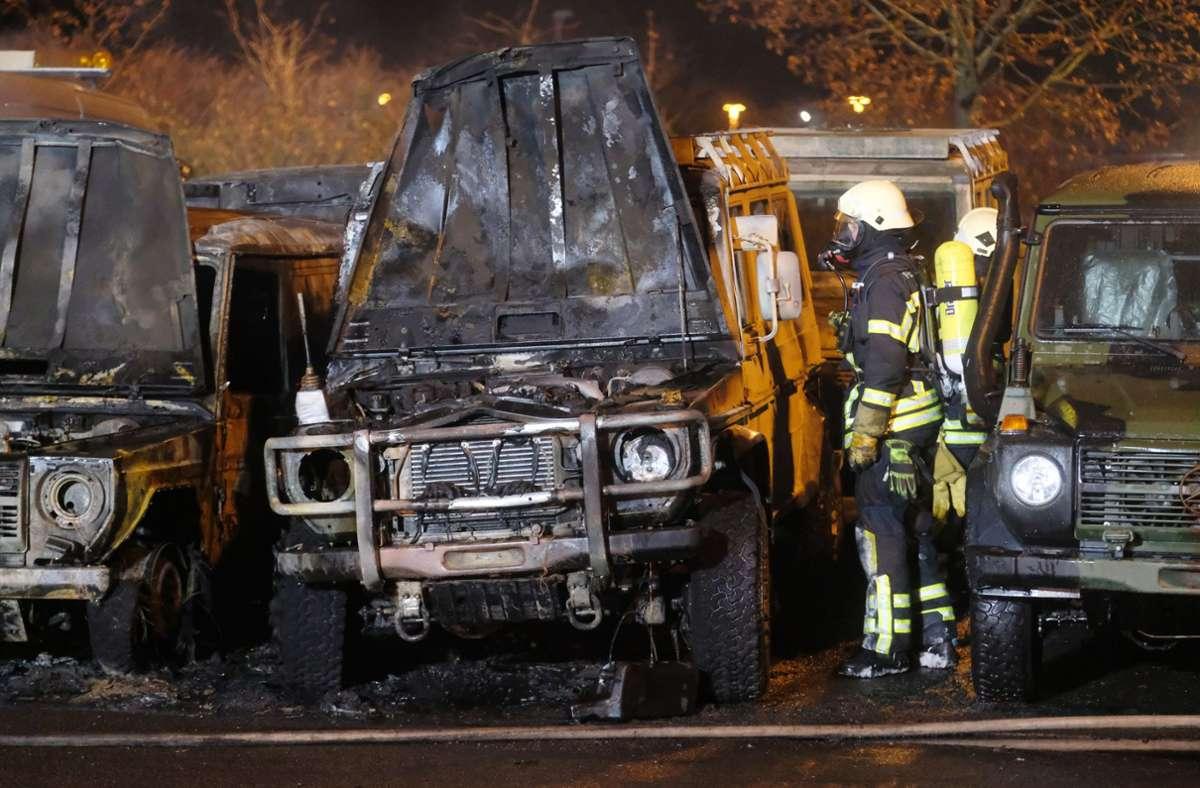 Unbekannte haben nach LKA-Angaben elf Geländewagen und einen Anhänger angezündet Foto: dpa/Sebastian Willnow