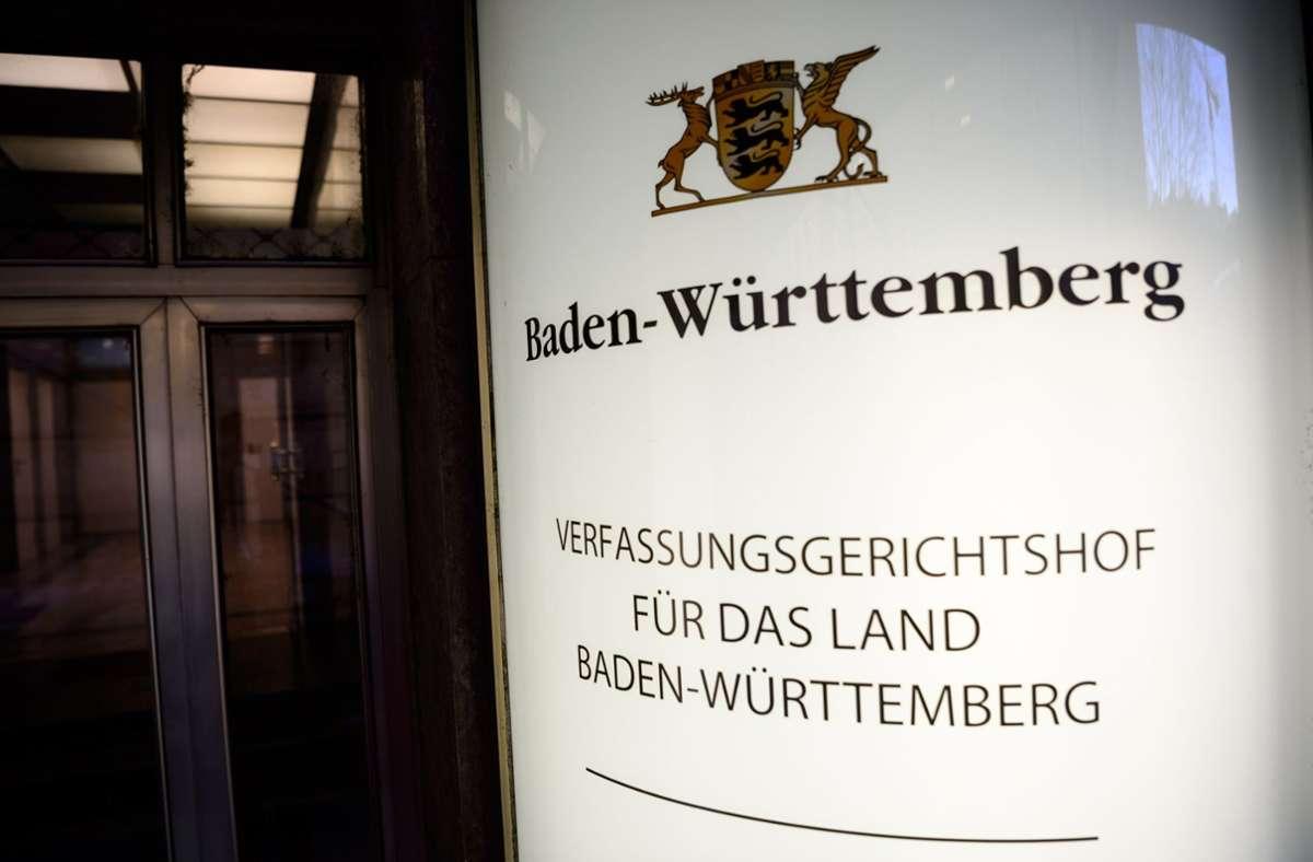 Die betroffenen Partein haben Klage gegen den Landtag beim Verfassungsgerichtshof eingereicht. Foto: dpa/Sina Schuldt