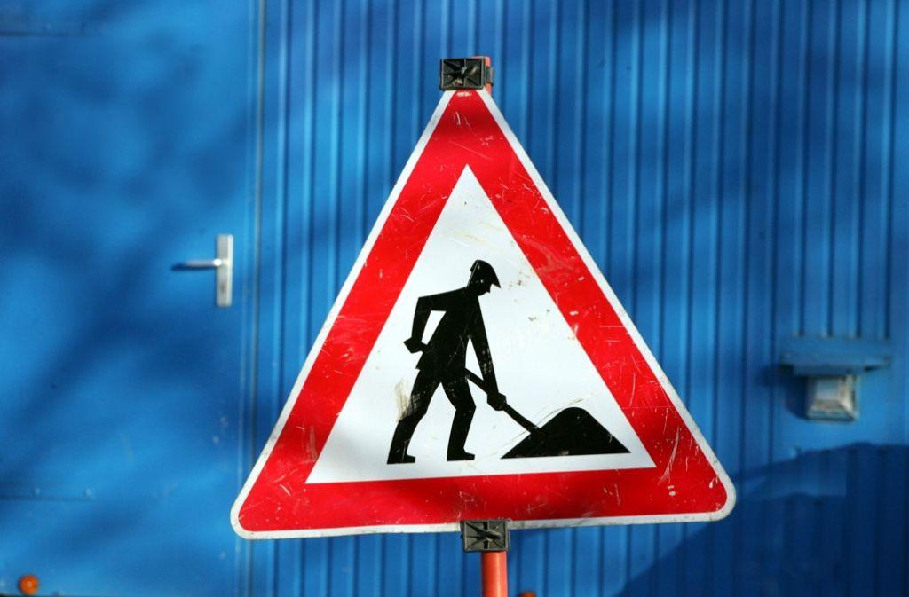 Die Baustelle ist bald beseitigt: Noch bis Juni bleibt das Warnzeichen am Schönbuchtunnel, dann herrscht wieder freie Fahrt. Foto: Archiv