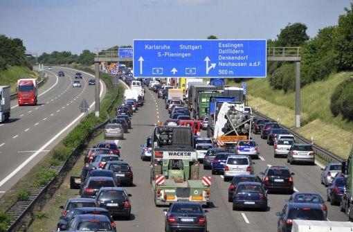 Autofahrer können sich die aktuellen Straßenverhältnisse in Baden-Württemberg im Internet und über Handy in Echtzeit anschauen.  Foto: dapd