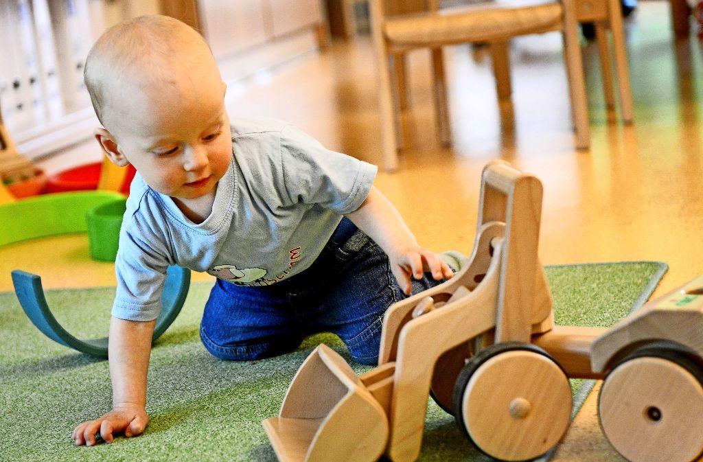 Der Gemeinderat versucht mehr Plätze für  Kinder bis drei Jahre zu schaffen. Foto: dpa