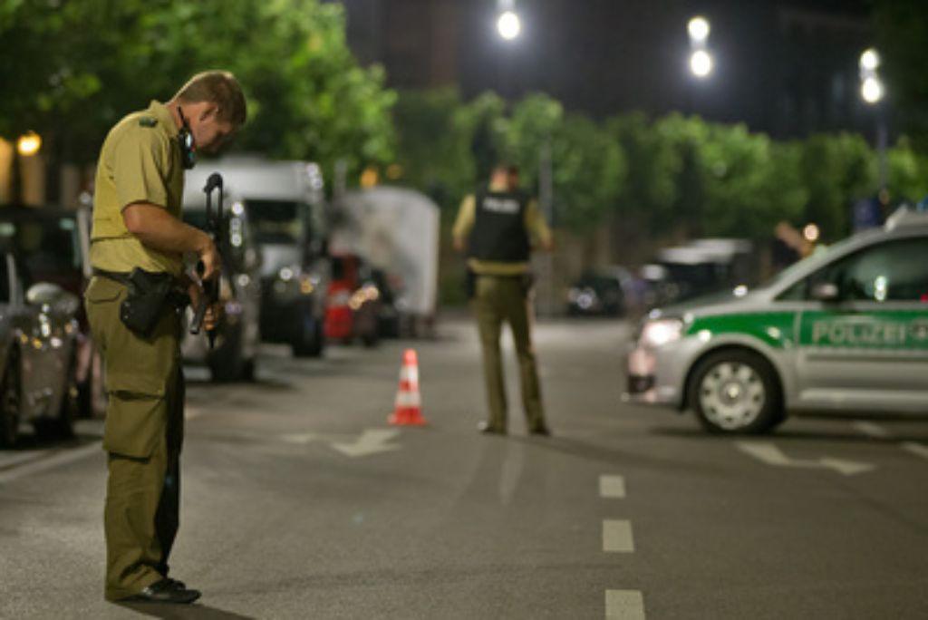 Bei einem detonierten Sprengsatz in Ansbach ist mindestens ein Mensch ums Leben gekommen. Foto: dpa