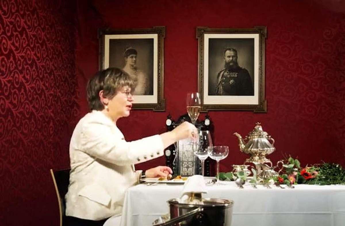 Edith Neumann und Albrecht Ernst speisen wie einst die Könige am württembergischen Hofe. Foto: Schöll