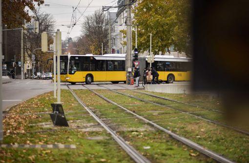 72-Jährige stürzt in Bus und verletzt sich – Zeugen gesucht