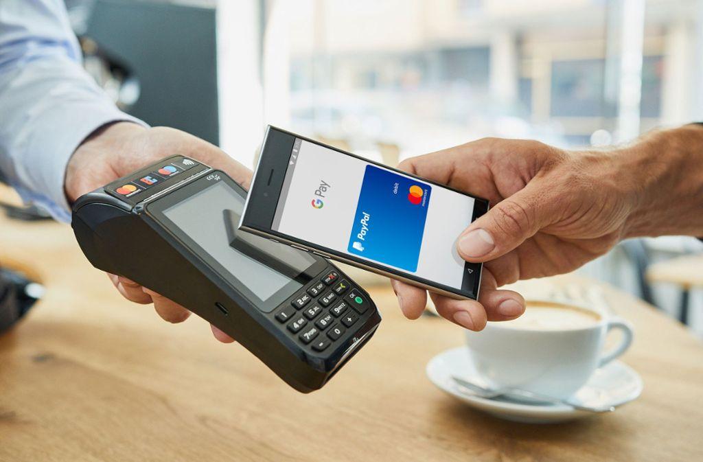 Für Zahlungen mit PayPal über Google Pay wird eine virtuelle Kreditkarte generiert Foto: obs/Mastercard
