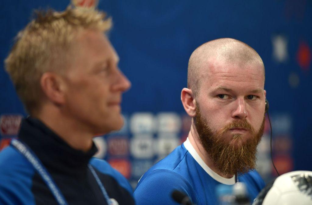 Islands Kapitän bei der WM 2018 Aron Gunnarsson (rechts) und Trainer Heimir Hallgrimsson Foto: AFP