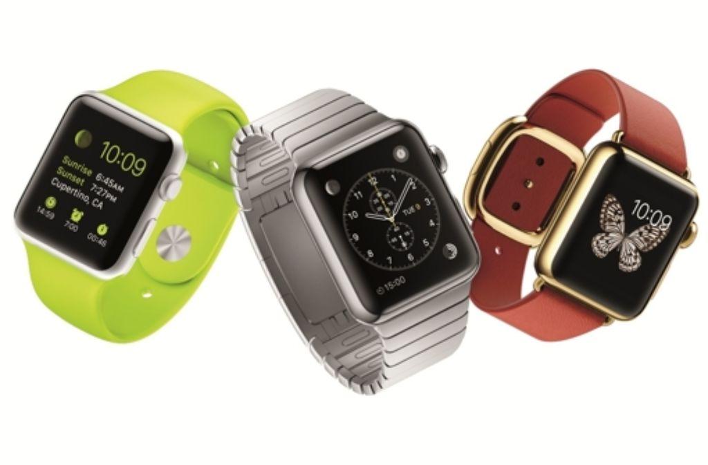 Ab  Freitag können Käufer zwischen der Apple Watch Sport (links), der Apple Watch (Mitte) und der Apple Watch Edition wählen. Foto: Apple