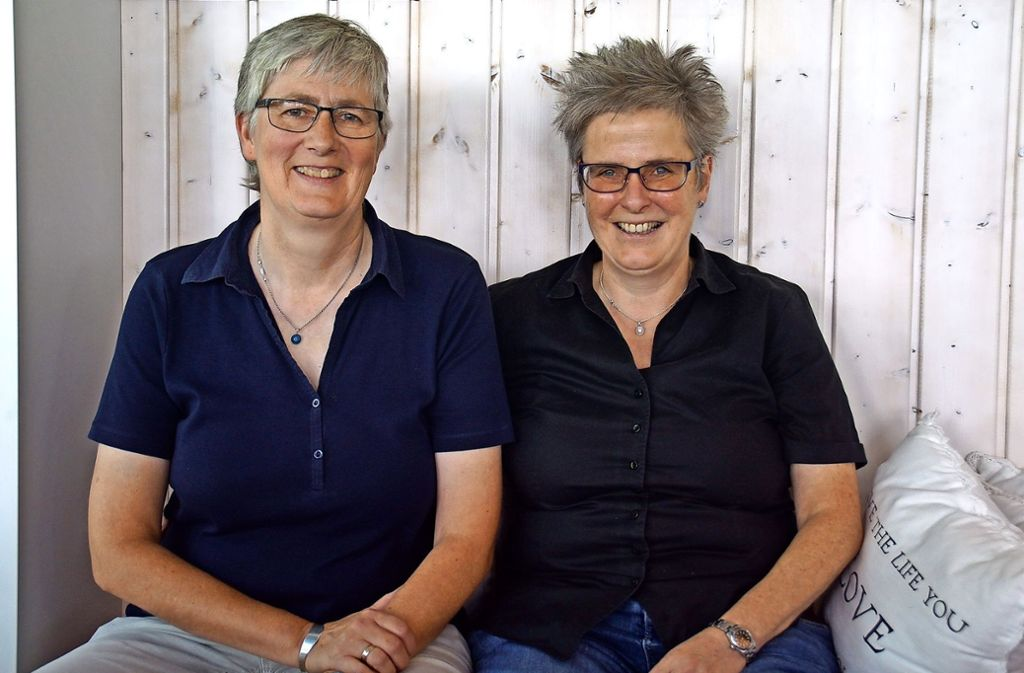 Susanne Martin (l.) und Frauke Ehlers sind seit 31 Jahren ein Paar. Foto: Leonie Schüler