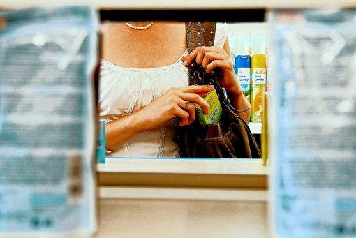Ladendiebstahl ist ein typisches Armutsdelikt.  Neben Schwarzfahren ist es eine der häufigsten Taten, welche Flüchtlinge begangen haben. Foto: Bernd Zeyer