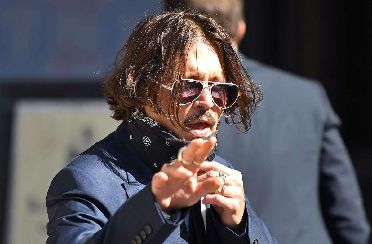 """Die britische Boulevardzeitung """"The Sun"""" hat den US-Schauspieler Johnny Depp (57) als """"Ehefrauen-Schläger"""" bezeichnet. Das lässt er sich nicht gefallen. Foto: AFP/DANIEL LEAL-OLIVAS"""